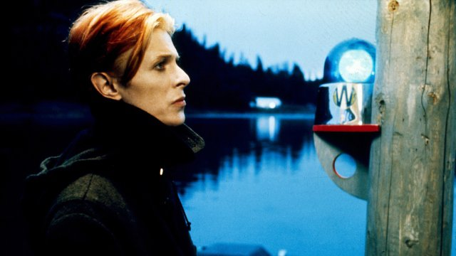 The Man Who Fell to Earth (18) poster